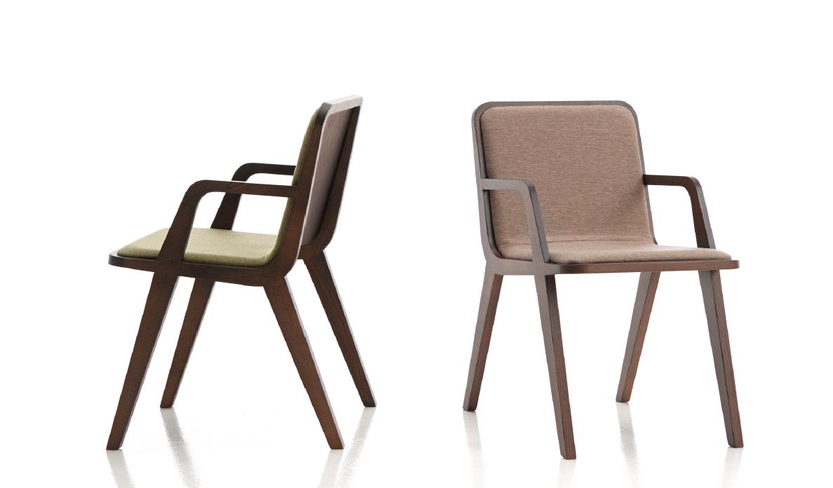 Mesa y sillas modernas 3 muebles belda for Sillas de madera tapizadas modernas