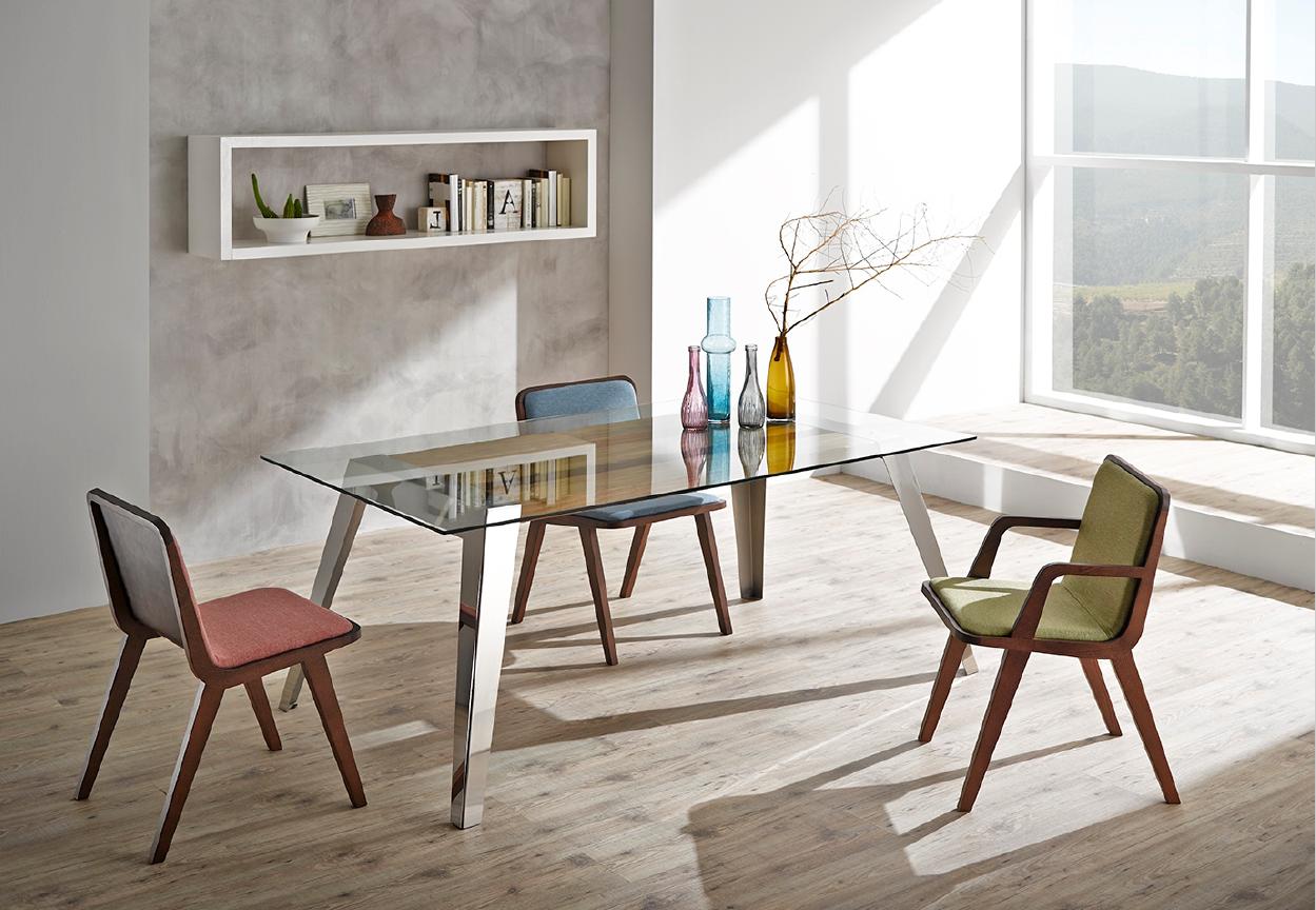 Mesa y sillas modernas 3 muebles belda for Mesas y sillas modernas