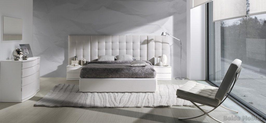 Cama tapizada 2 muebles belda for Dormitorio gris y blanco