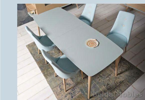 Mesa y sillas modernas 9 muebles belda for Mesas y sillas modernas